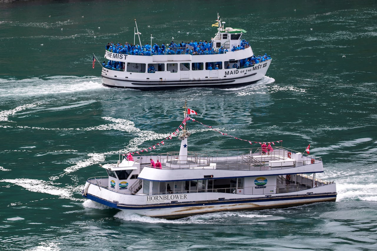 Tour Boats At Niagara Falls Show Contrast Between U S Canadian Approach To Covid 19 Cbc News