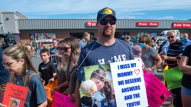 Independent review of Nova Scotia mass shooting raising questions from victims' families""