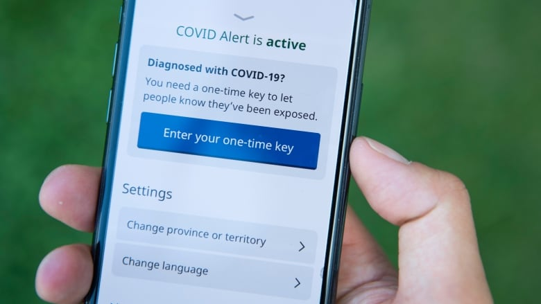 Alberta Will Switch Over To Federal Covid 19 Notification App Cbc News