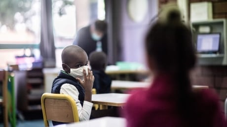 Mask classroom stock shot May 14 2020 (France)