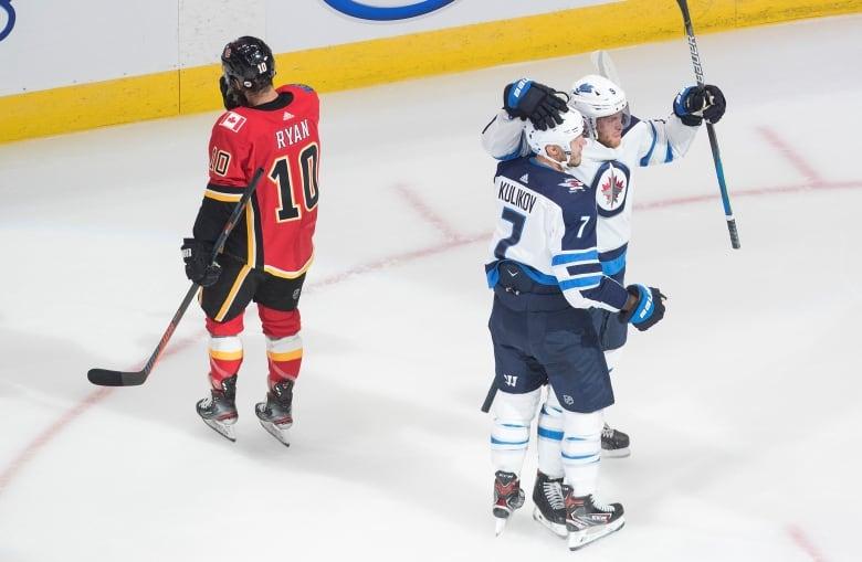 Scheifele Laine Injuries Spell Disaster For Winnipeg In Game 1 Vs Calgary Cbc News