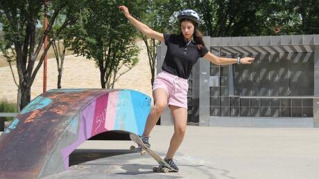 skateboarding Elena Verrelli