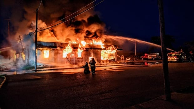 Firefighters battle huge blaze in Davidson, Sask., autobody shop