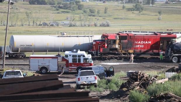 Eyewitness recalls frantic evacuation after Moose Jaw, Sask., train collision