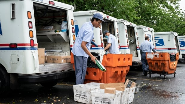 U.S. lawmakers from both parties sound peril on postal service changes blamed for delays thumbnail