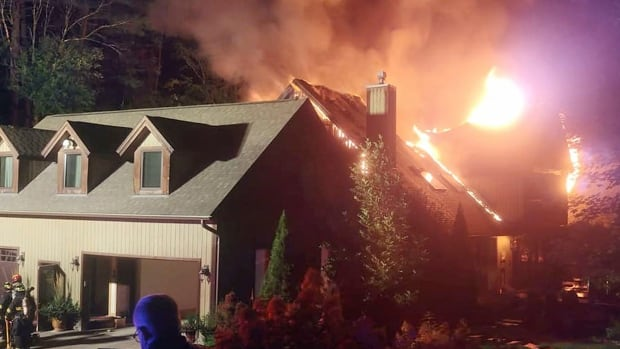Fire engulfs cooking show star Rachael Ray's home | CBC News