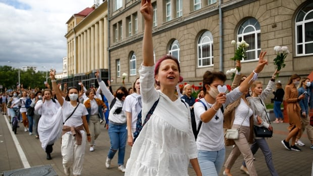 Girls rally valid by Belarus as thousands detained in post-election protests thumbnail