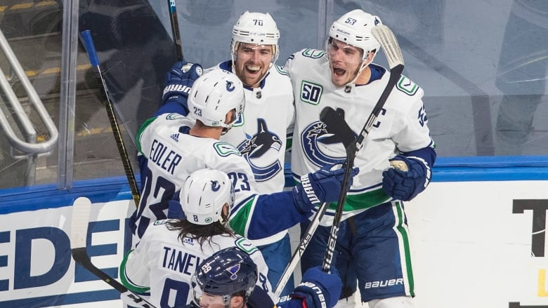 Canucks Top Defending Champion Blues In Game 1 Cbc Sports