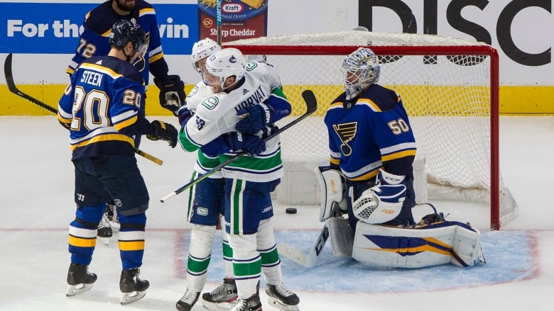 Louis, Vancouver square off with series tied 2-2