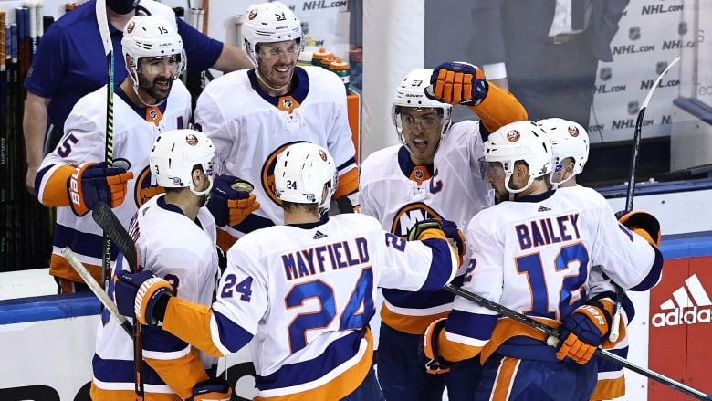 Isles pull away from Caps to double series lead