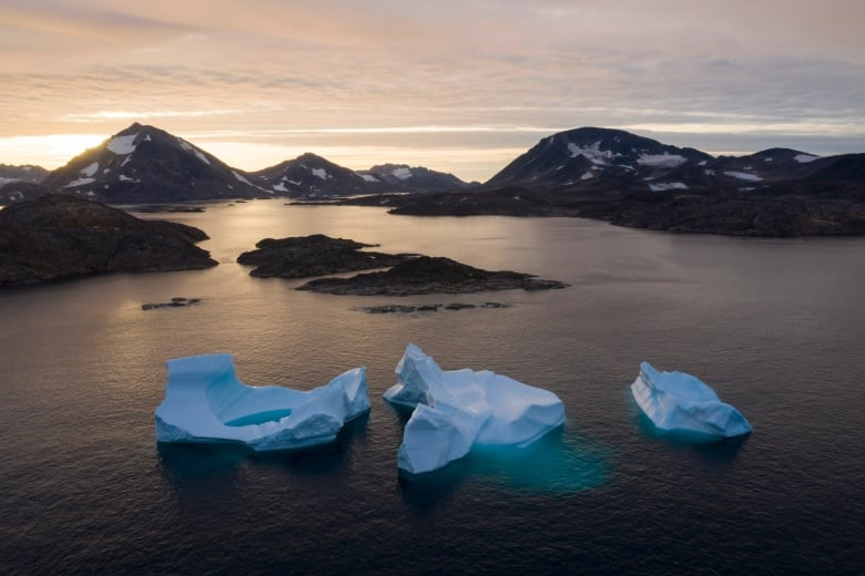 Greenland lost a record 586 billion tons of ice in 2019