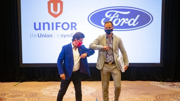 Canadian auto workers extend Ford contract, delay strike