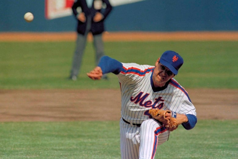 Mets honor Tom Seaver's iconic drop and drive delivery with dirty knees