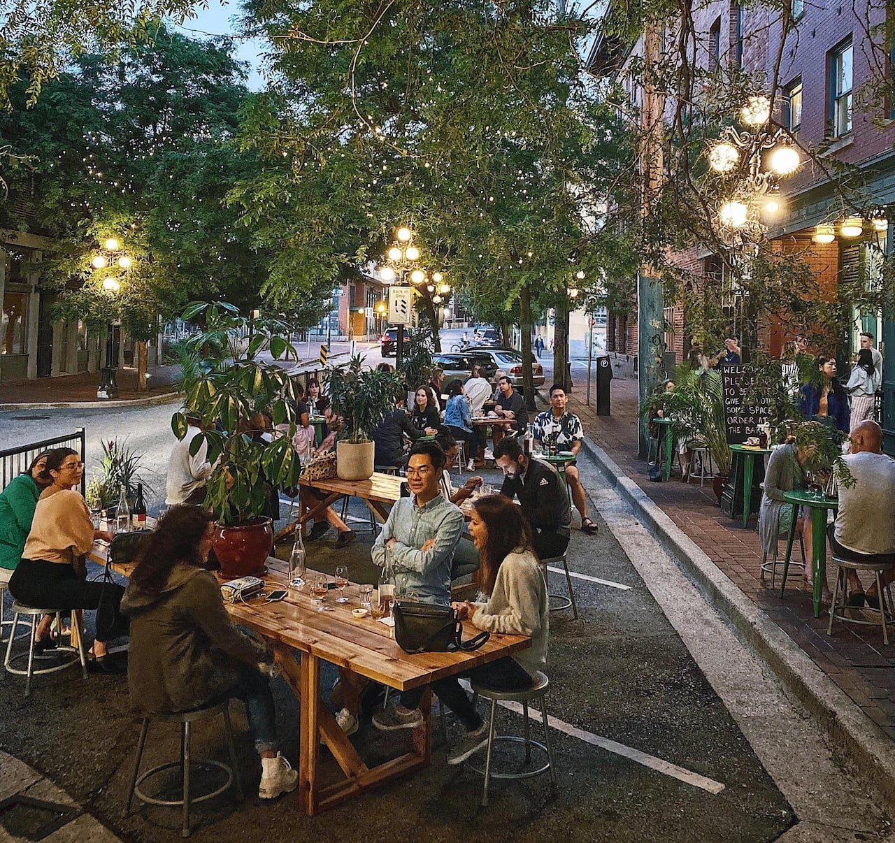 Picture of: Patio Season Is Almost Over In Canada How Will Restaurants Survive A Pandemic Winter Cbc News