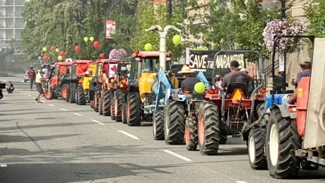 Naramata Bench farmers on tractors rally at Penticton city hall