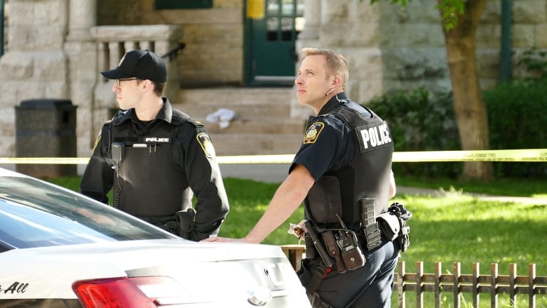 https://i.cbc.ca/1.5727959.1600356900!/fileImage/httpImage/image.jpg_gen/derivatives/16x9_780/police-scene-at-vaughn-and-webb.jpg
