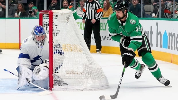 Stars, Lightning meet in non-traditional Stanley Cup final