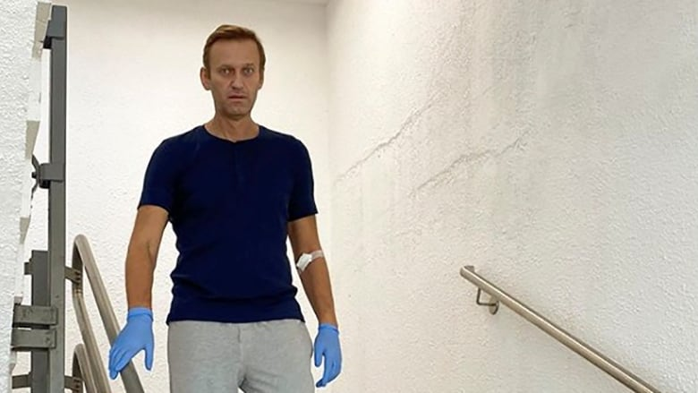 Navalny posts Instagram photo of him walking down stairs