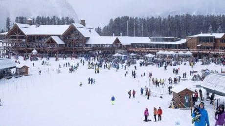 lake-louise-ski-resort-171202-1180