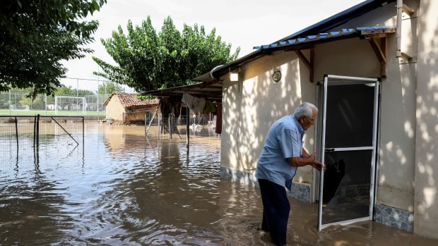 Storm causes deadly flooding in central Greece | CBC