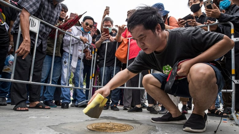 Thai protesters reinstall democracy plaque amid protests to limit king's power