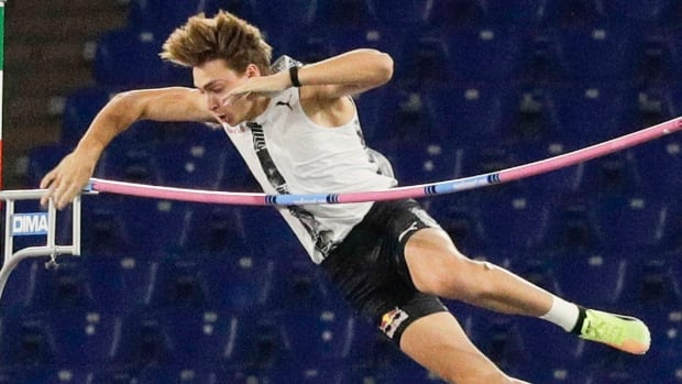 Record-breaking pole vaulter Duplantis eyes another 'astonishing' effort at Diamond League finale