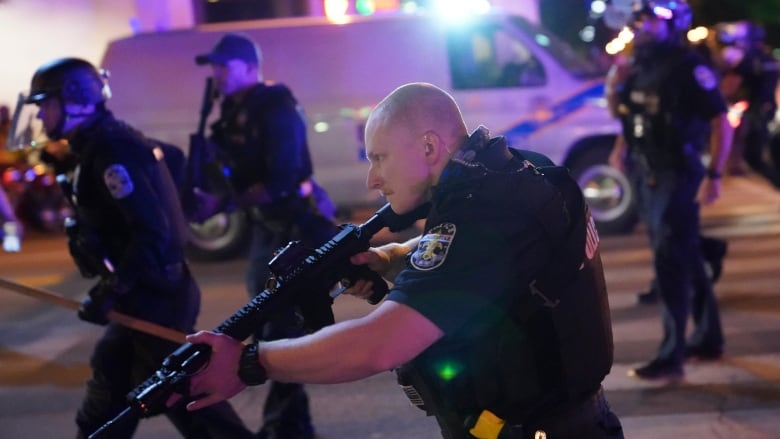 2 police officers shot in Louisville, Ky., as protests over Breonna Taylor's death continue | CBC News