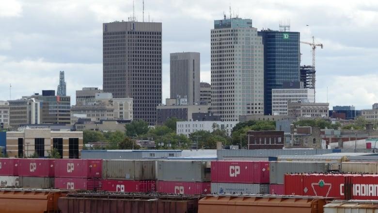 https://i.cbc.ca/1.5740292.1601085910!/cumulusImage/httpImage/image.jpg_gen/derivatives/16x9_780/winnipeg-cp-rail-yard-scenics.jpg
