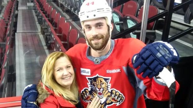 Dream comes true for Orléans hockey mom as son traded to Sens | CBC News