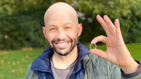 Jon Cryer with recovered wedding ring Vancouver