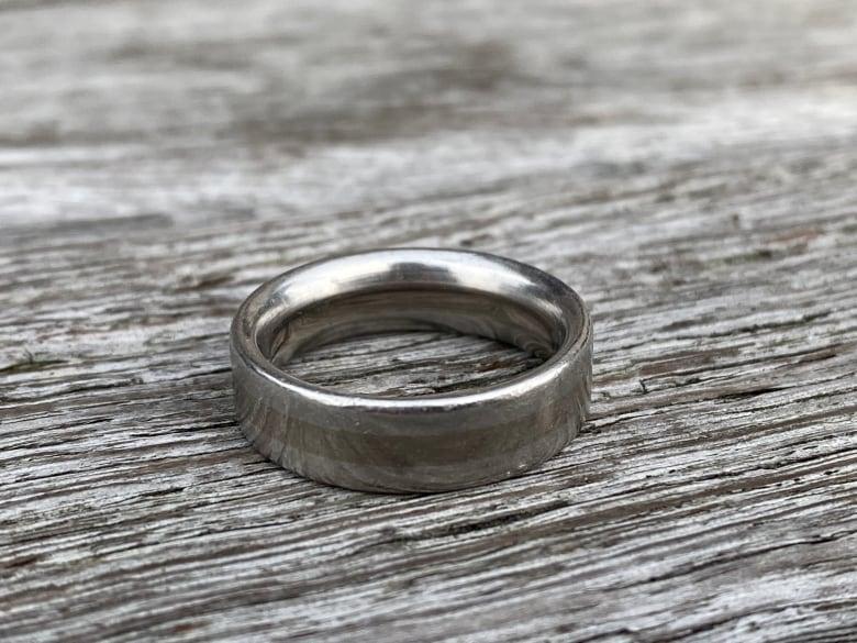 Actor Jon Cryer finds lost wedding ring Because of Vancouver jewelry sleuth thumbnail