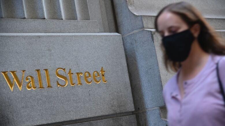United States stocks drop as stimulus hopes wane
