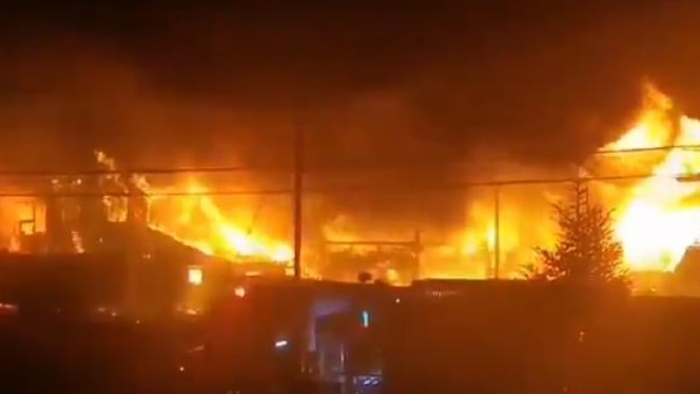 Substantial fire destroys lobster facility in Middle West Pubnico, N.S. thumbnail