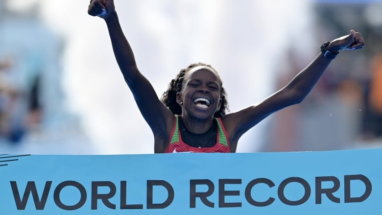 Kenya's Jepchirchir sets world mark in women's half marathon | CBC Sports
