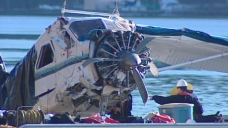 This 2009 float plane crash off B.C.'s Saturna Island sparked calls for mandatory lifejackets.