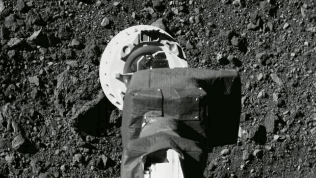 U.S. spacecraft touches asteroid surface for rare rubble grab | CBC News