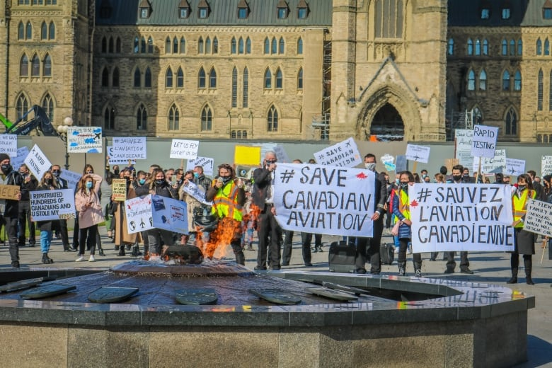 Countless protesting airline Employees aim anger at Transportation minister thumbnail