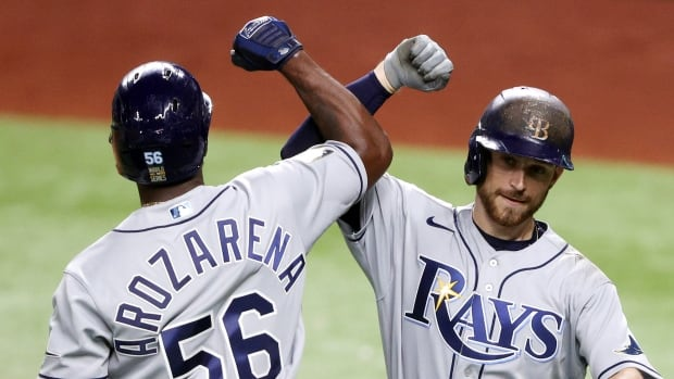 Lowe busts slump as Rays bounce back to beat Dodgers, even World Series