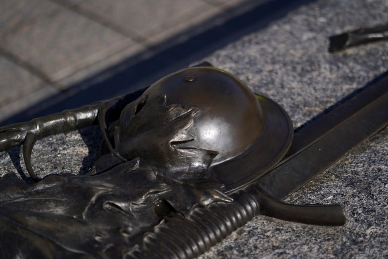 Hate graffiti carved into Tomb of the Unknown Soldier thumbnail