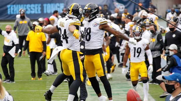 Steelers remain perfect after holding off Titans' late rally