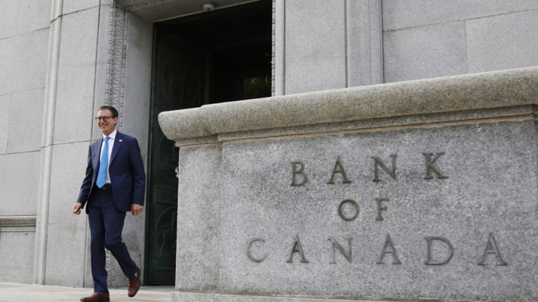 Bank of Canada keeps rate steady at 0.25%, Keeps pledge of it staying low until 2023 thumbnail