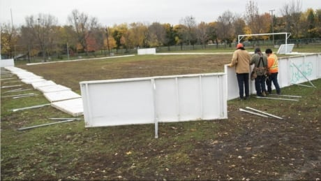 Outdoor rinks can reopen in Montreal, but no hockey allowed, says public health director