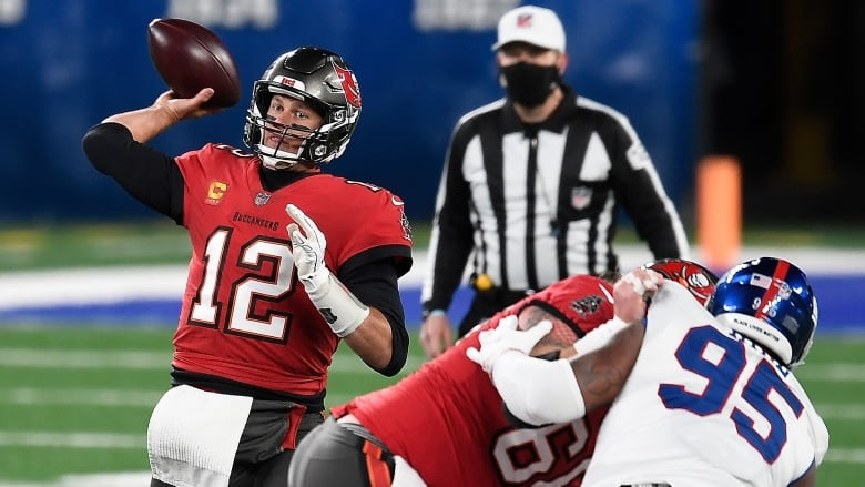 Tom Brady throws 2 TDs to lift Buccaneers over Giants   CBC Sports