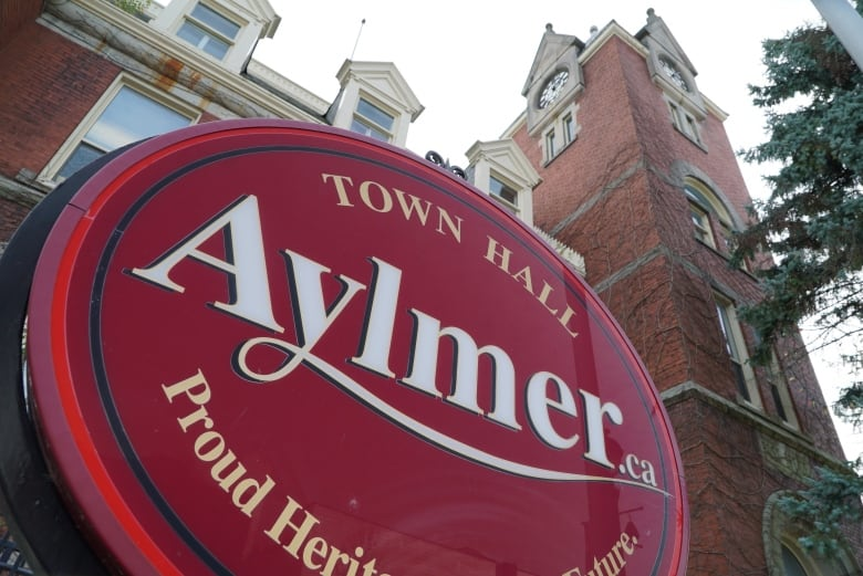 Police, businesses brace for duelling weekend protests finished masks, COVID restrictions in Aylmer, Ont. thumbnail