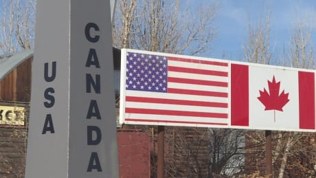 Edmonton man accused of entering U.S. in kayak and leading border officer on 8-kilometre chase
