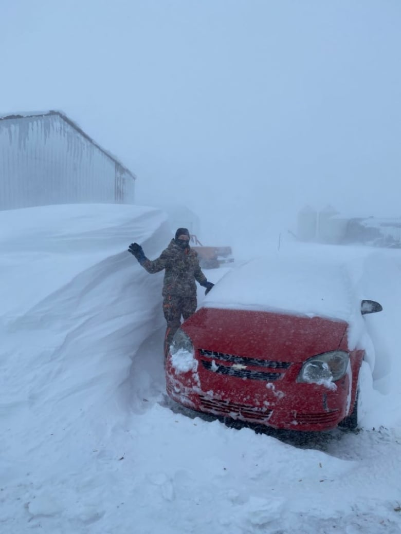 Southern Alberta digs itself out after wallop of snow buries automobiles, blankets streets thumbnail