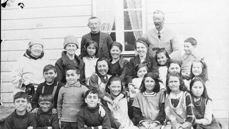 Makkovik school teachers and children in 1929