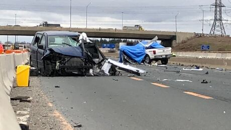2 dead, 3 others injured in Highway 401 crash in Mississauga