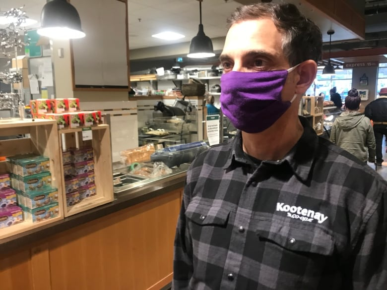 Anti-mask hostility forces B.C. Supermarket to hire security Protector for 1st time in 45 years thumbnail