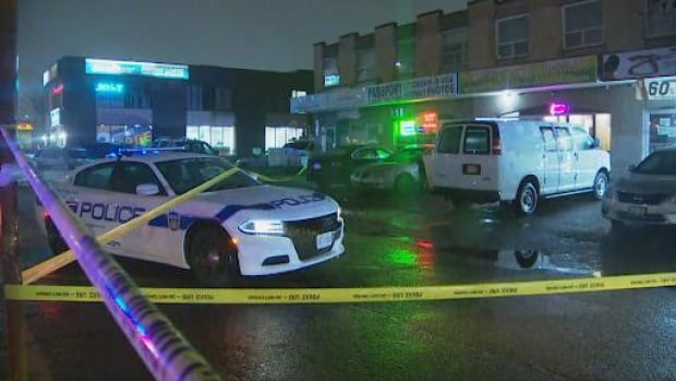 Toronto News Today - 3 men injured in stabbing outside Mississauga business | NewsBurrow thumbnail